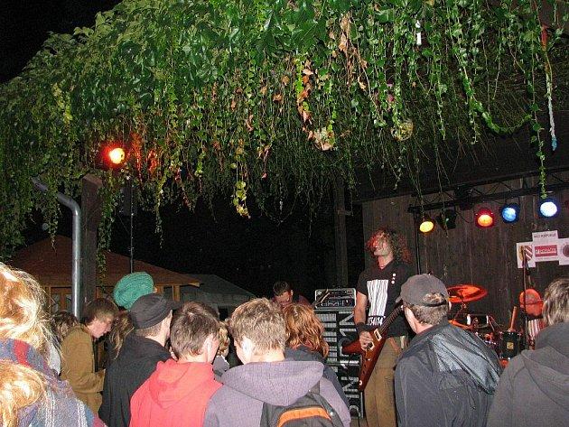 V potštejnském kempu Vochtánka předvedlo své umění deset alternativních kapel.