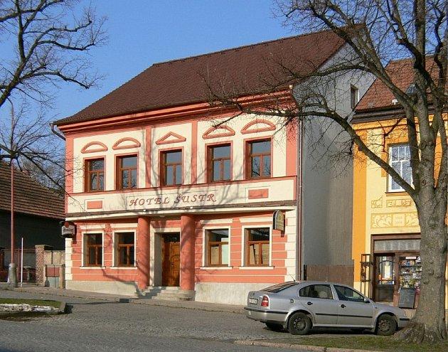 HOTEL ŠUSTR - Nasavrky