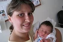 DENISA: Ludmila a Radek Lokvencovi z Borohrádku se radují z narození prvního dítěte. Deniska přišla na svět 3.8. v 18.47 hodin (3,08 kg a 50 cm). Tatínek byl u porodu a vše mu šlo výborně. Pro maminku byl velikou oporou.