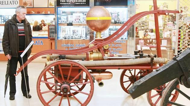 Hasiči v Rokytnici se mohou pochlubit i hydrofonem. Historickou stříkačkou, která se zachovala jen málokde.