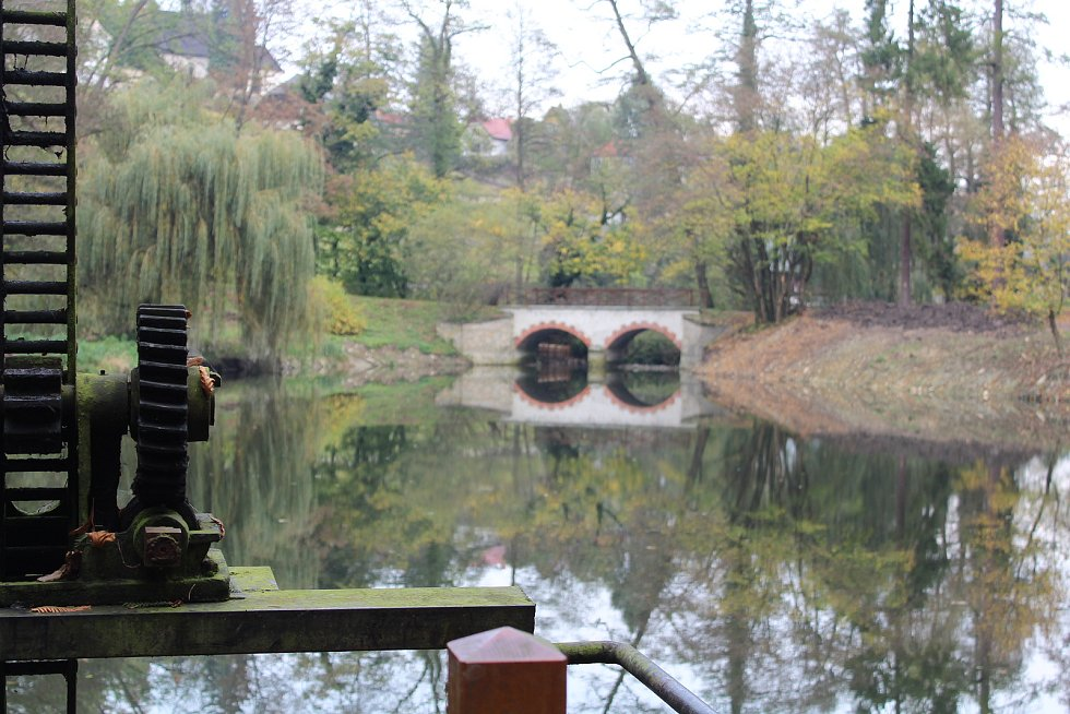 Rybník v zámeckém parku v Opočně.