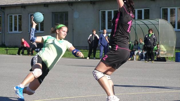 Petra Lastovičková (na snímku vlevo) přispěla velkou měrou k výhře lídra prvoligové soutěže.