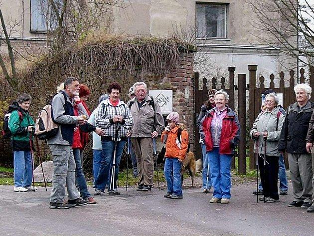 Šestnáct výletníků se prostřednictvím sportovního klubu Turista Kostelec nad Orlicí vydalo na pěší túru ze Žamberka do Litic nad Orlicí.