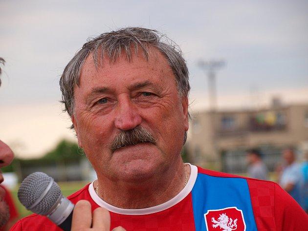 Exhibiční fotbalové utkání v Solnici.