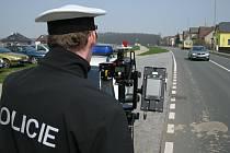 Rychnovská dopravní policie vyjíždí s mobilním laserovým radarem měřit rychlost denně.