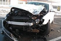 Řidiče trápila únava, zvěř i namrzlá silnice