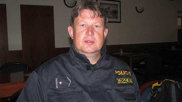 Šéf kynologie Radek Laušman se přidal k policii kvůli tomu, aby mohl pracovat se psy. Napadlo ho to už na vojně, kde se jim věnoval