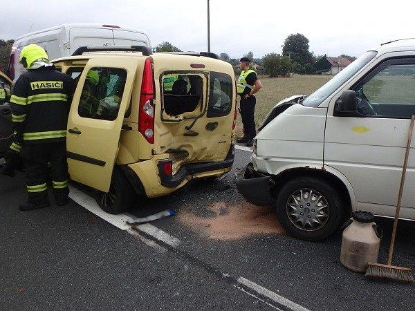 Dopravní nehoda tří osobních vozidel v Lípě nad Orlicí.