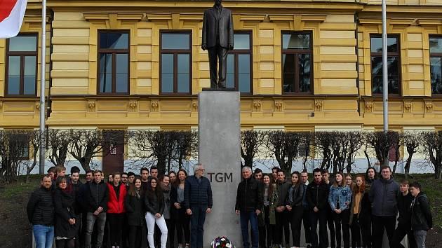 Žáci z kostelecké obchodní akademie vzpomínali na prvního československého prezidenta.