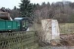 Po bývalé škole v Kostelecké Lhotě zbyl jen prázdný plac. Demoliční práce se chýlí ke konci.
