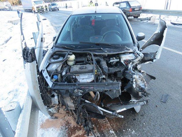 Řidička se zarazila až o svodidla