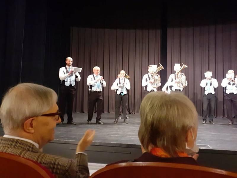 Z komponovaného pořadu v Dobrušce.