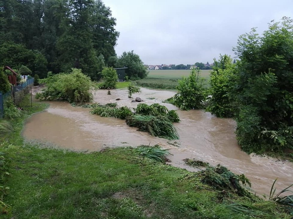 Déšť způsobil v Kostelci nad Orlicí na Rychnovsku záplavy. Foto: Facebook/Petr Poláček