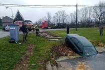 Havárie osobního automobilu v Semechnici.