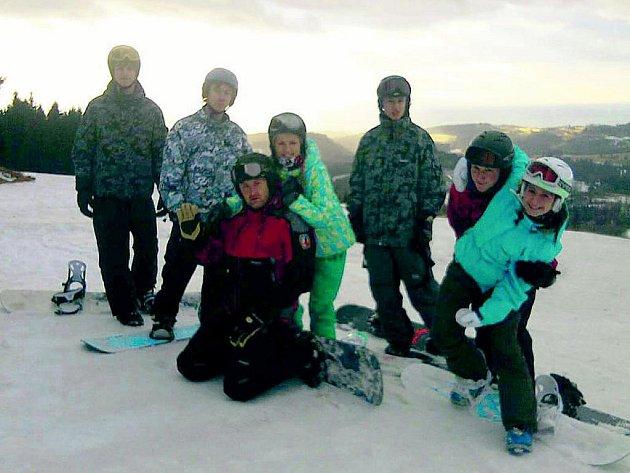 Naučit se lyžovat vyrazili studenti do Deštného