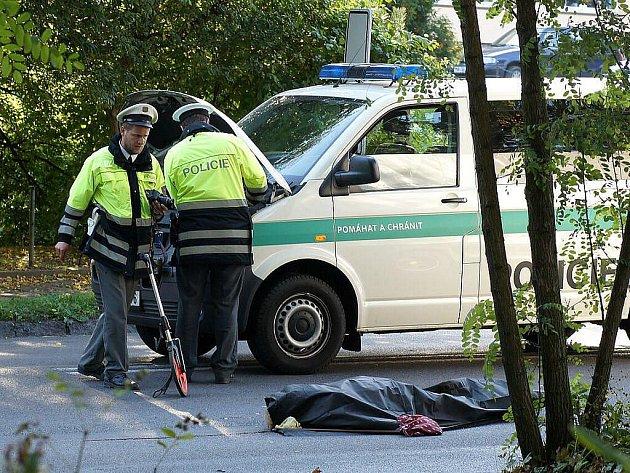 K tragické dopravní nehodě došlo ve čtvrtek na Pardubické ulici v Chrudimi. Starší ženu přecházející vozovku srazilo dodávkové auto řízené pětadvacetiletým mužem. Žena zemřela na místě.