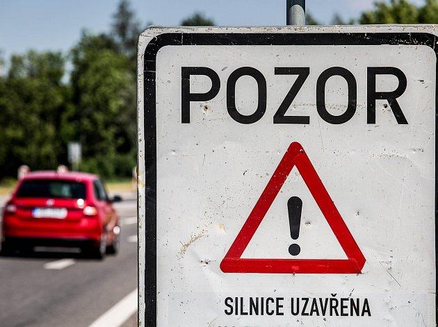 Silniční uzavírka na Královéhradecku.
