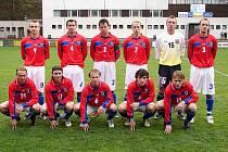 Lemfeld a Tomášek v reprezentačním dresu. Národní tým amatérských fotbalistů před úterním utkáním s výběrem ze Severního Irska (1:3) na trutnovském stadionu.