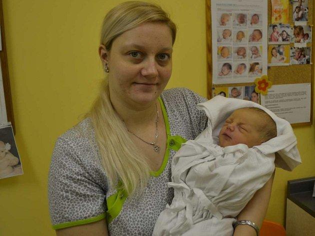 MATĚJ VAŠATA svým příchodem na svět rozradostnil maminku Moniku Károvou a tatínka Miroslava Vašatu z Olešnice. Chlapeček se narodil 30. ledna v 0:35 hodin. Po porodu Matěj vážil 3750 gramů a měřil 52 cm.
