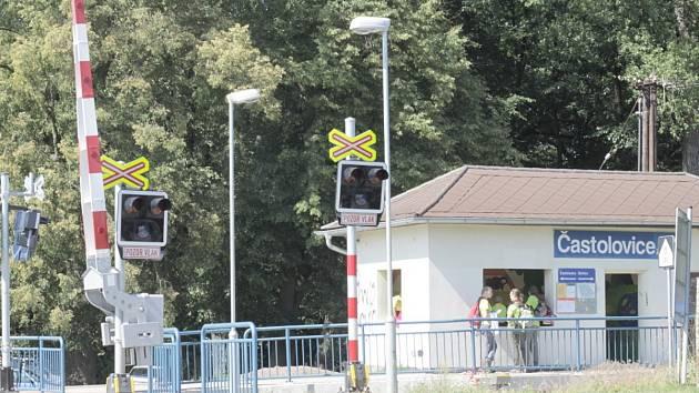 Železniční přejezd v Častolovicích.