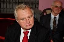 S občany Dobrušky mluvil poslanec Evropské parlamentu Miloslav Ransdorf z KSČM