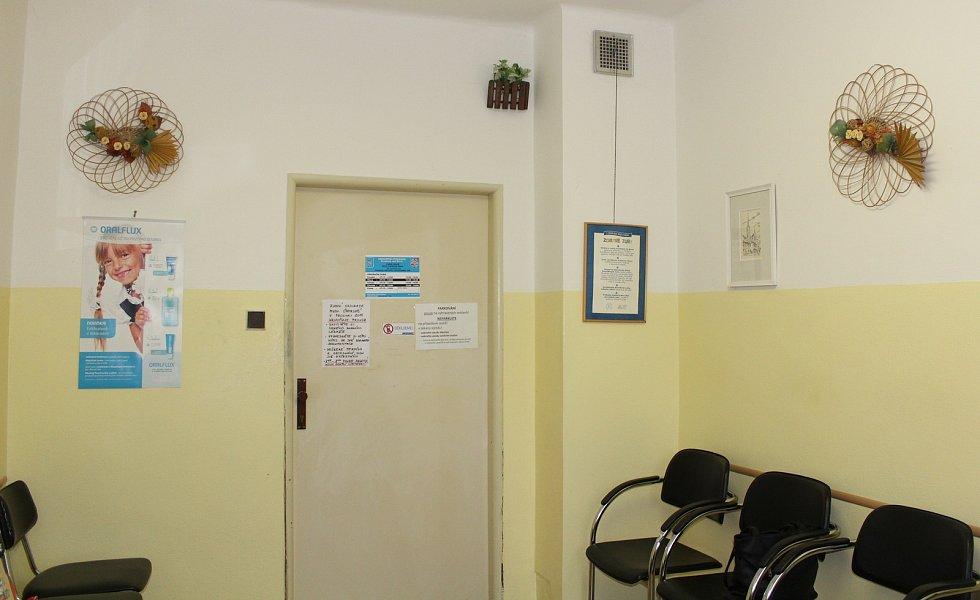 Čekárna i ordinace zubního lékaře v Doudlebách nad Orlicích jsou prázdné už rok a půl.