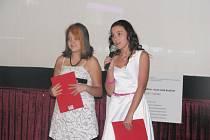 Středeční podvečerní projekci v borohrádeckém kině uváděly Nikola Mahutová a Diana Netolická. Obě mladé moderátorky se shodly v tom, že do budoucna uvažují o studiu žurnalistiky. V současnosti navštěvují osmou třídu místní základní školy.