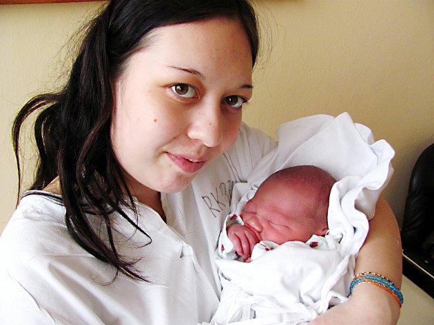DOMINIK HOUSER: Rodiče Vendula Farkašová a Petr Houser z Rychnova se radují ze syna. Na svět přišel 12. února ve 12.41 hodin, kdy  vážil 3,36 kg a měřil 50 cm. Tatínek to u porodu zvládl dobře.