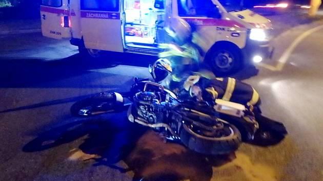 Dopravní nehoda motocyklu a osobního automobilu v Rychnově nad Kněžnou.