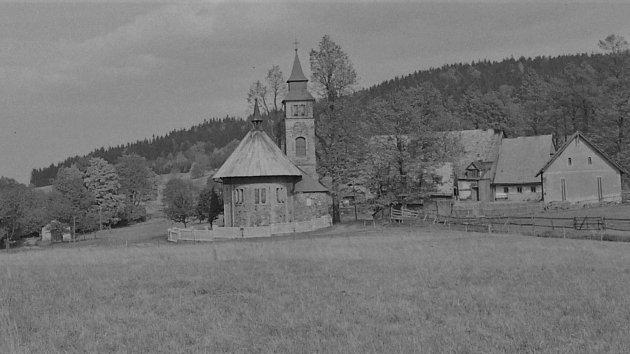 Kostelík svatého Josefa nedaleko Kounova byl postaven vroce 1907.Vblízkosti kostela se nachází kaplička a hřbitov.