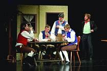 ÚSPĚCH. Červenokostelečtí ochotníci hráli Strakonického dudáka už šestkrát. Čtyřikrát měli zcela vyprodáno.