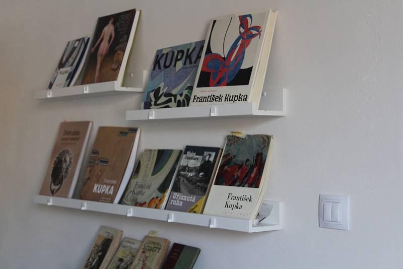 Dům Františka Kupky v Dobrušce v novém. V interaktivní místnosti nechybí ani knihovna.