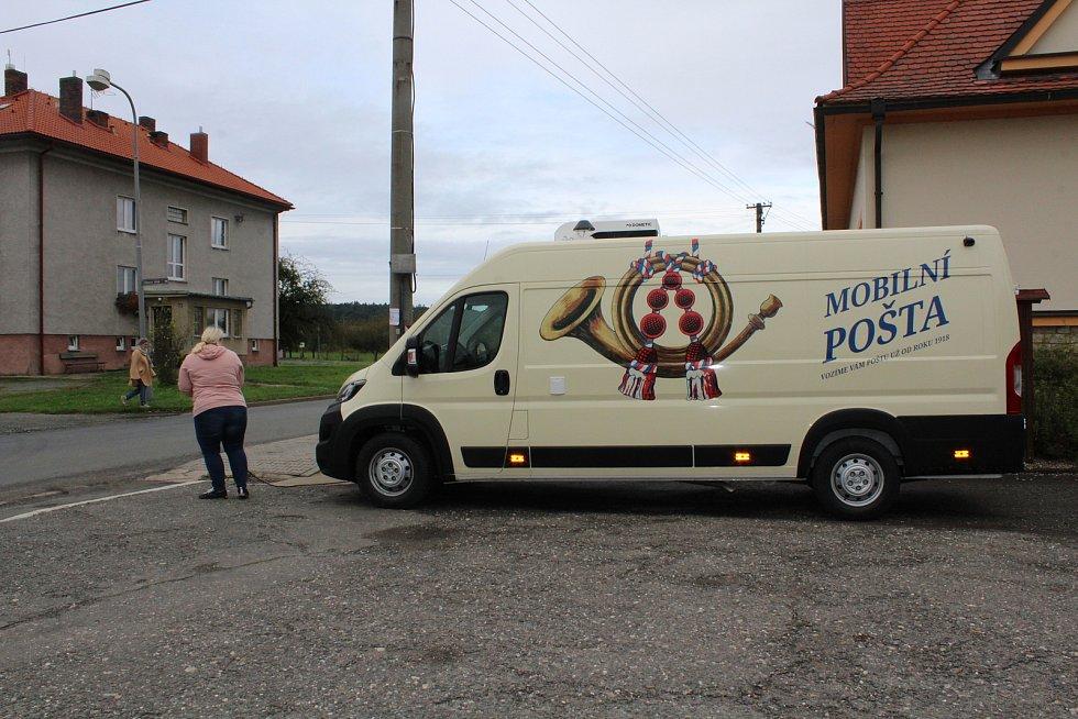 Mobilní pošta v obci Semechnice.