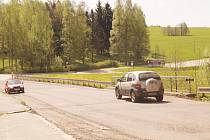 Silnice v Deštném bude brzy s novým potahem.