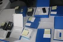 Muž se své činnosti dopouštěl od konce září do 23. října tohoto roku. Prostřednictvím 46 objednávek získal 123 mobilních telefonů vyšších cenových relací. Do systému firmy se přihlašoval pod jménem jiného pracovníka a následně ceny upravoval na minimální.