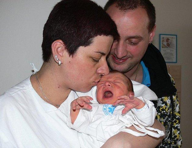 DOMINIK DOHNAL: Rodiče Lenka Dohnalová a Martin Píč z Kostelce nad Orlicí mají radost z narození syna Dominika, který přišel na svět 12. 4. ve 22.32 hodin (3,24 kg a 52 cm). Rodiče dopředu nevěděli, že se jim narodí chlapeček. Tatínek byl u porodu.
