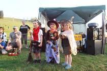 Pálení čarodějnic si děti užívali