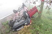 Řidička nezvládla vozidlo a vylétla ze silnice.
