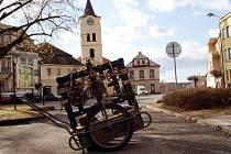 Dvě stě let starý hodinový stroj nebylo vůbec jednoduché dostat z věže kostela ven. Po tom, co se opraví a možná i zprovozní, bude k vidění ve vodárenské věži.