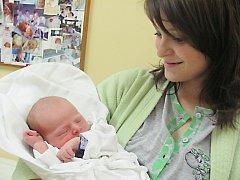 KRYŠTOF RAJSKUP  je na světě od 5. listopadu od 11.21 hodin. Radují se z něj rodiče Lucie Bártová a Roman Rajskup z Dlouhé Vsi. Chlapeček si na svět přinesl 3,28 kg a 49 cm. Tatínek to u porodu zvládl perfektně.