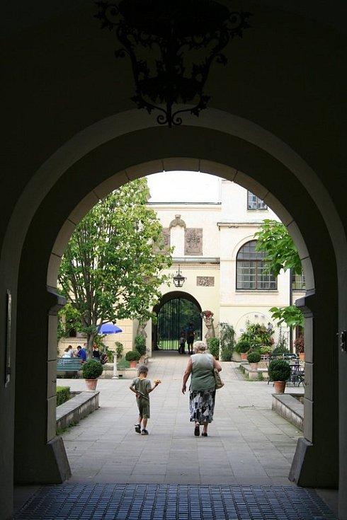 Víkend láká k výletům, třeba na zámek do Častolovic.