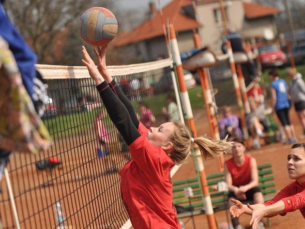 Jarní volejbalový turnaj v Česticích už o velikonočním víkendu.