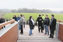 Závěrečné prohlídky cyklostezky se účastnili starostové zaangažovaní na její výstavbě, pověření úředníci i zástupce Dopravního inspektorátu.