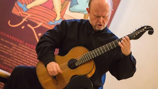 Pátý koncert Mezinárodního hudebního festivalu F. L. Věka - Hrál kytarista Pavel Steidl