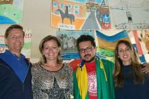 """AMERICKÉ TRIO: zleva """"Láďa"""" Jindra (USA), vedoucí kurzu Vladimíra Koreňová, Vitor Borysow (Brazílie) a """"Štěpánka"""" Walter (USA)."""
