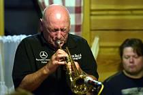 Slavný jazzový trumpetista Laco Deczi.