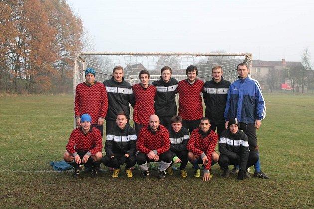 V rozhodujícím utkání Lhota cupu 2013 se střetli  obhájci loňského prvenství TRN Kostelecká Lhota a nováček turnaje FC Spartak Rychnov nad Kněžnou.