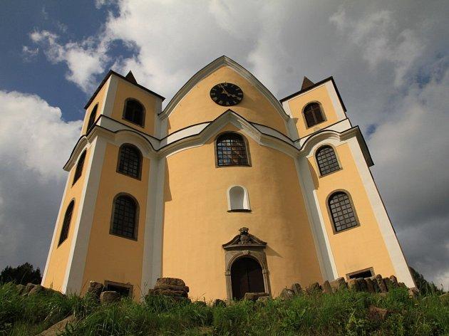 Kostel v Neratově.
