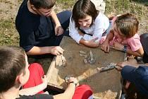 Mladí archeologové.