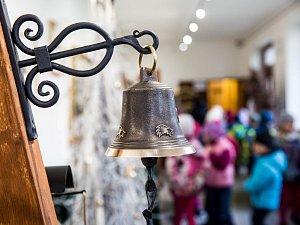 Výstava Zvon v porcelánu v Dobrušce